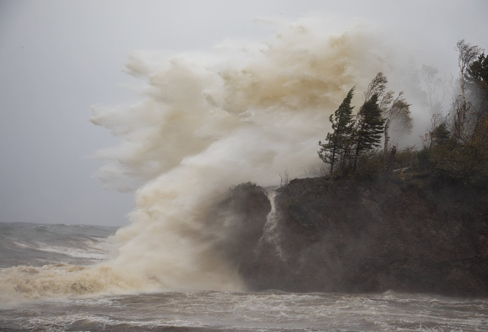 Waves pound the shoreline at Tettegouche State Park.