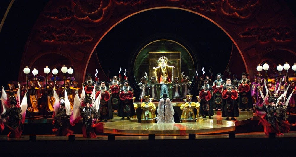 Turandot staging