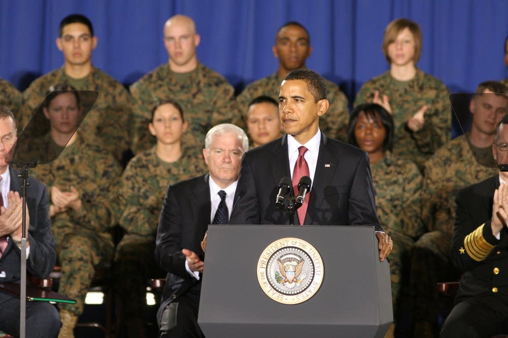 Obama addresses Marines