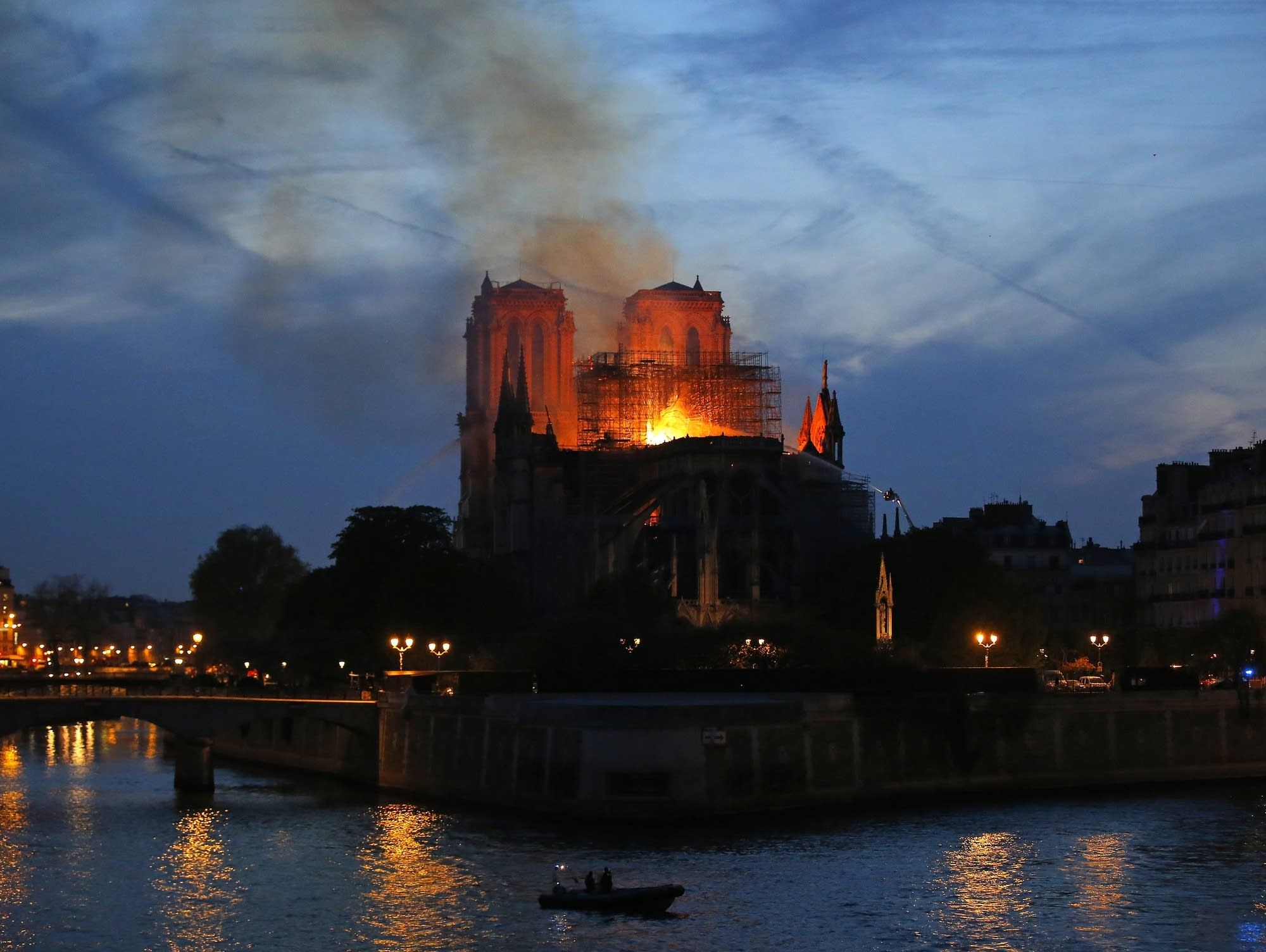 Firefighters tackle the blaze of Notre Dame cathedral