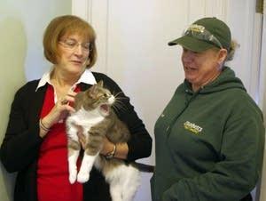 Homeowner Kathy Manderscheid and pest control technician Tedde Zumwalt