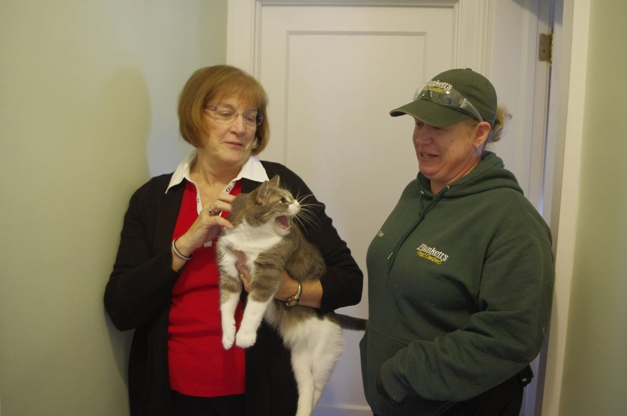 Homeowner Kathy Manderscheid and pest control technician Tedde Zumwalt