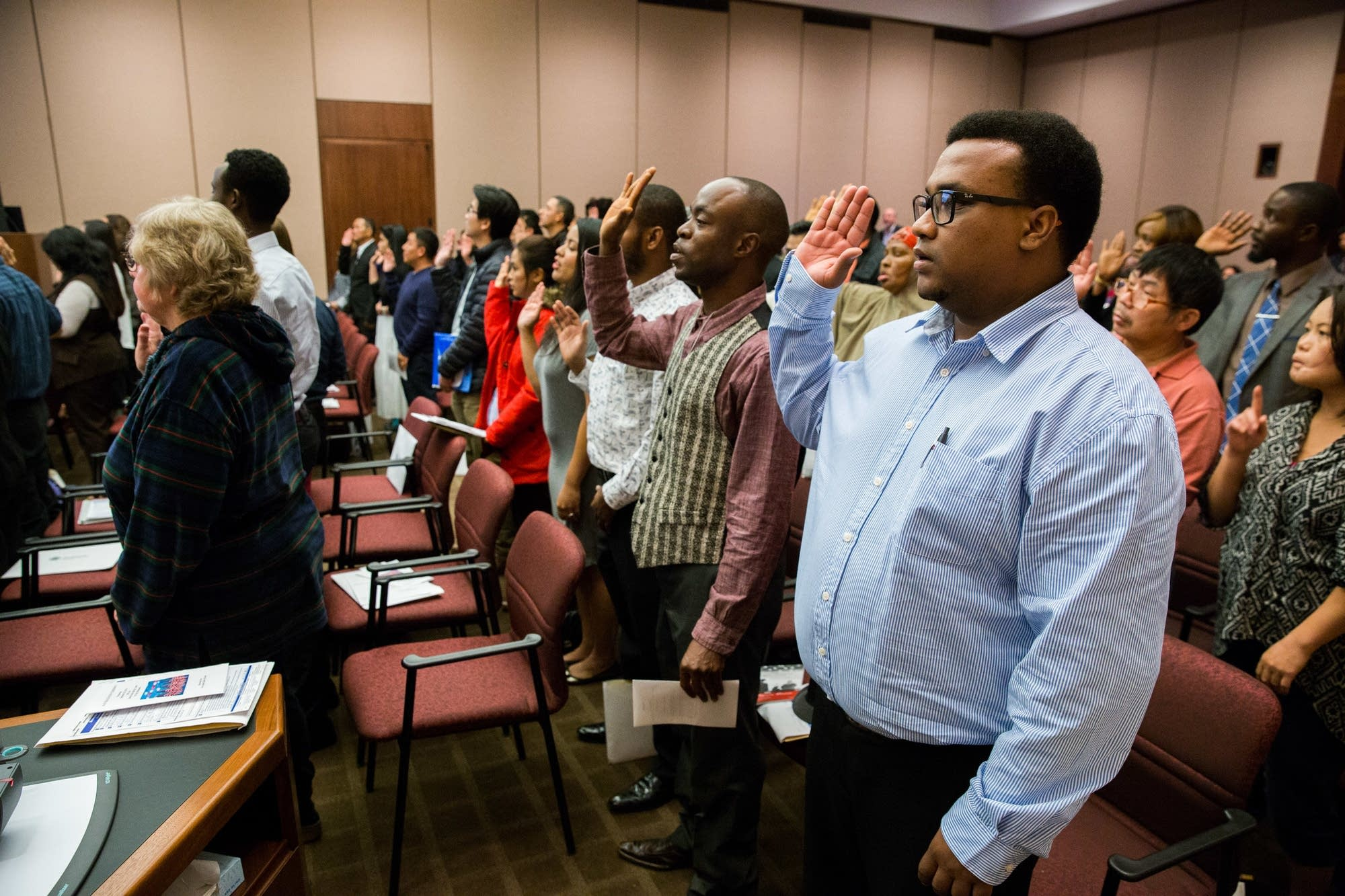 New citizens recite the pledge of allegiance.