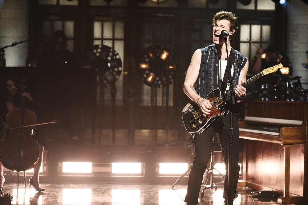Shawn Mendes performs on 'Saturday Night Live'