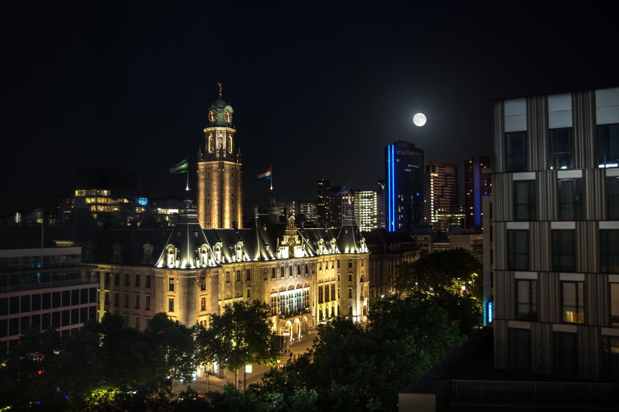 Rotterdam - 50 - moon