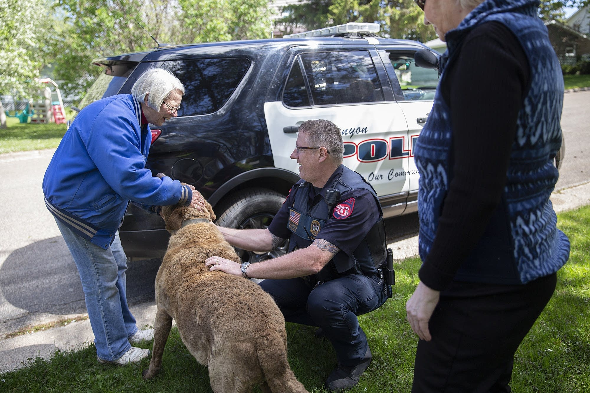 Kenyon police Chief Lee Sjolander greets Dianne Vagness and her dog, Max.