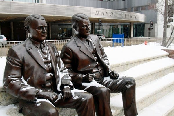 Statues of the Mayo brothers