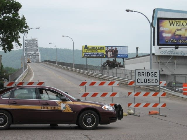 Winona bridge closed