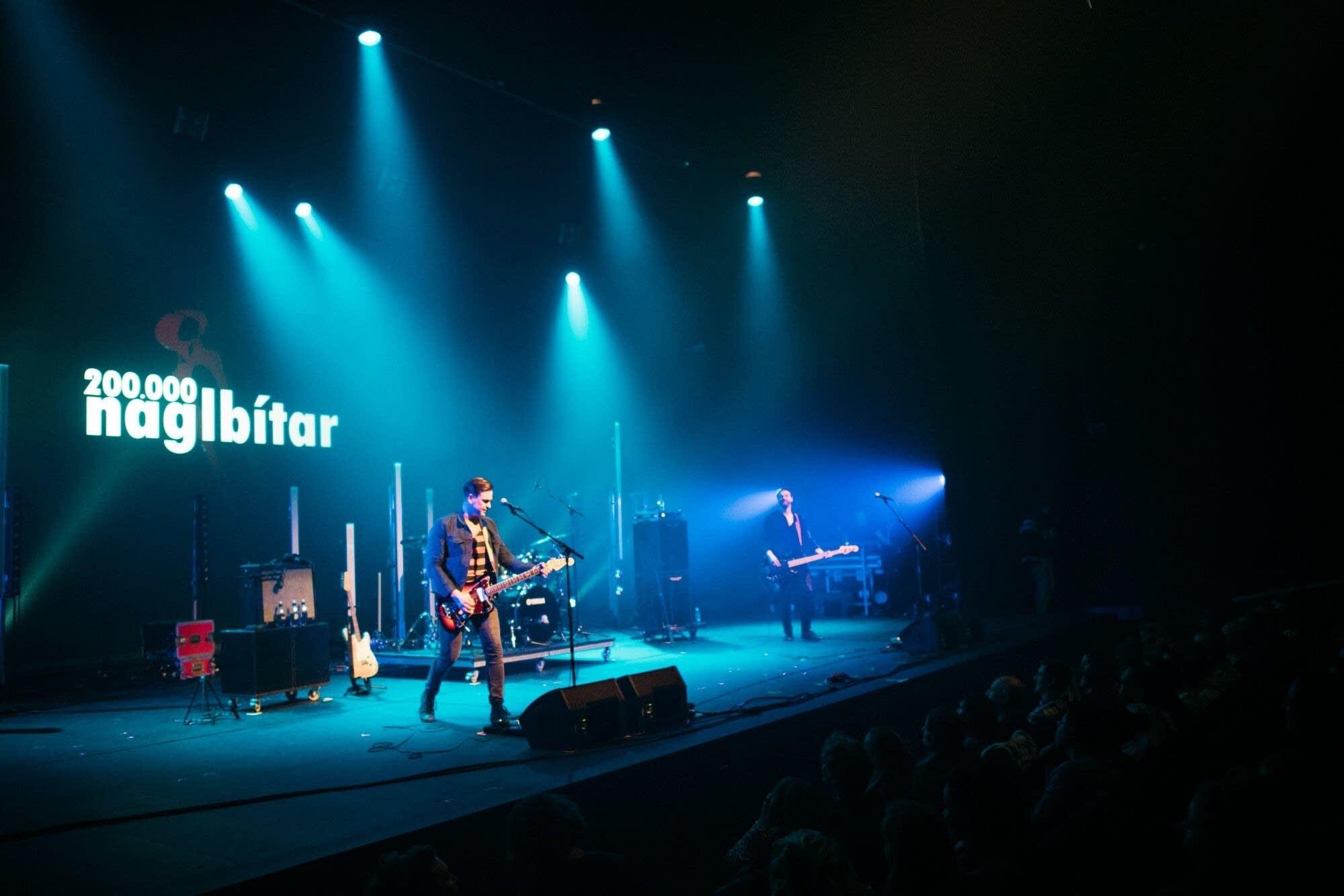 200,000 Naglbitar perform at Hof in Akureyri