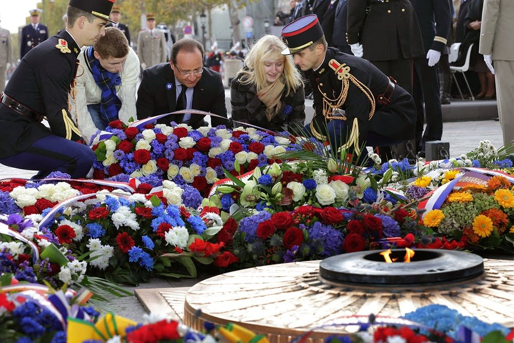 Hollande and children of soldiers