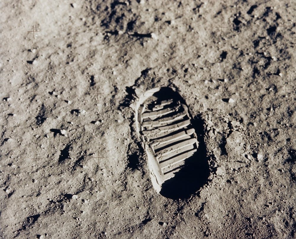 Buzz's bootprint on the moon