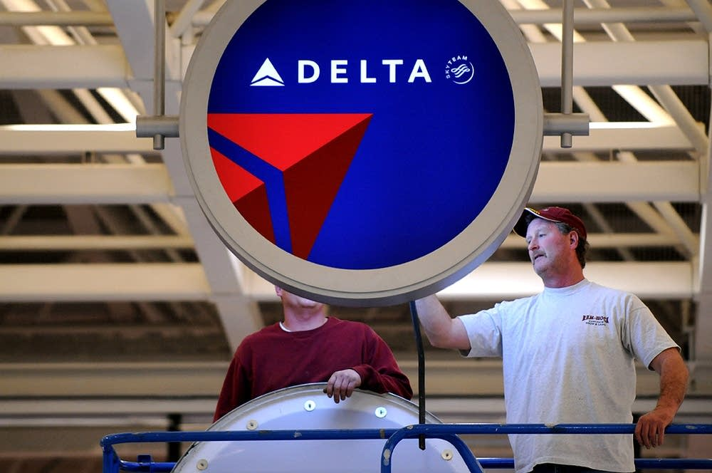 Installing the new Delta signs at MSP