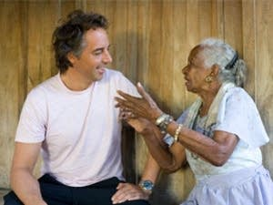 Dan Buettner speaks with a woman from the Nicoya Peninsula of Costa Rica.