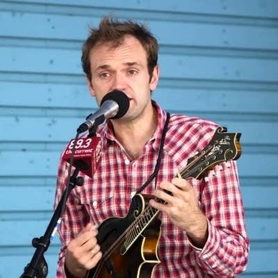 482b4a 20160901 chris thile performs at the mpr booth
