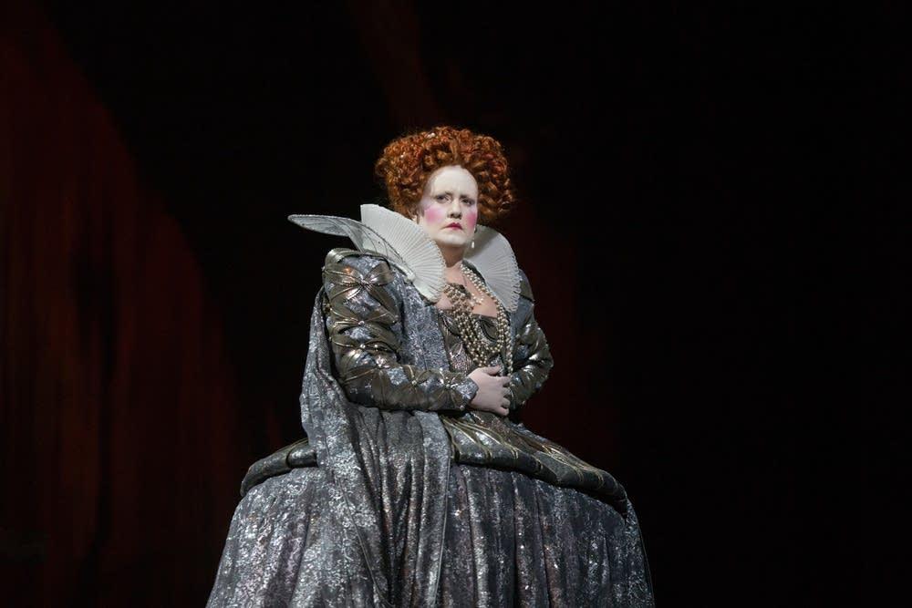 Elza van den Heever as Elisabetta