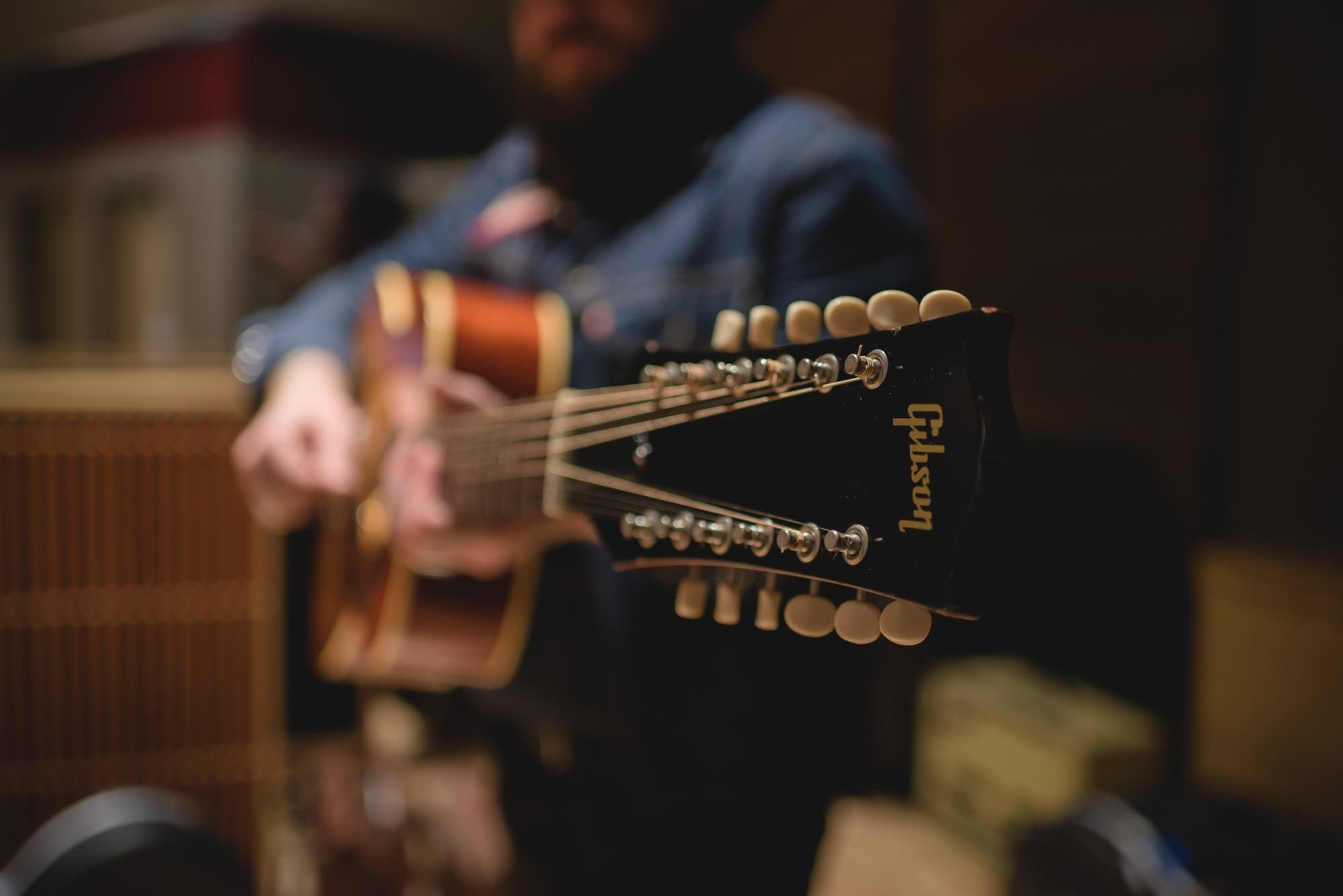 Nathaniel Rateliff, Gibson B-25 12 string 3