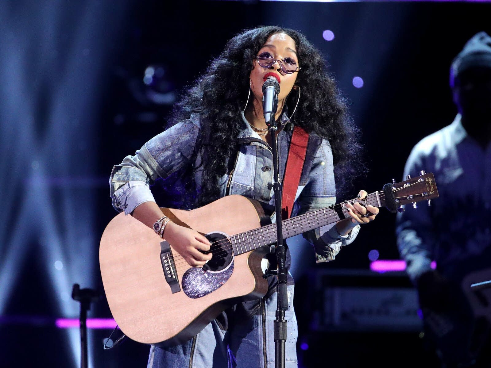 H.E.R. performing at the 51st NAACP Image Awards