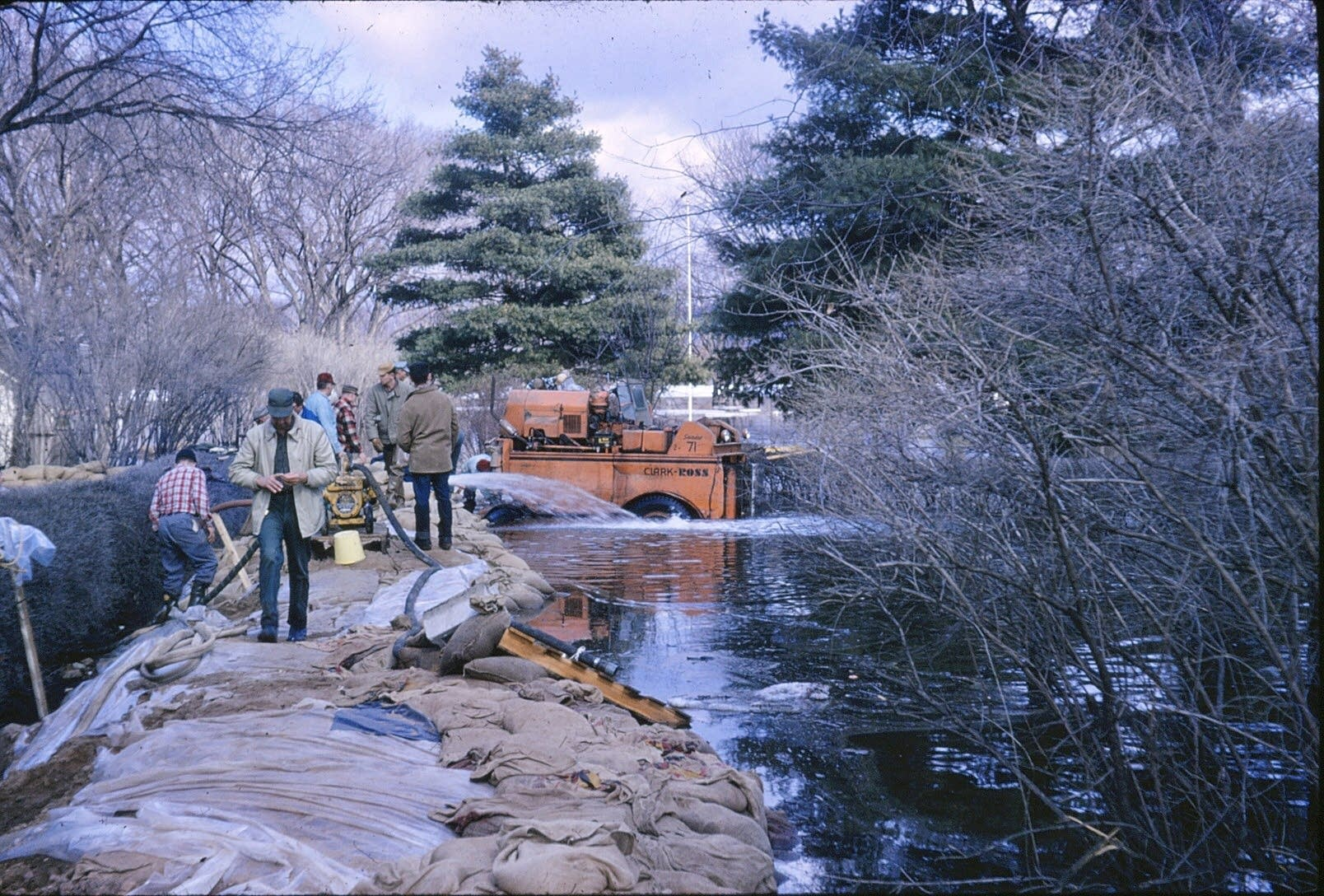 Volunteers fortify a dike in Stillwater.