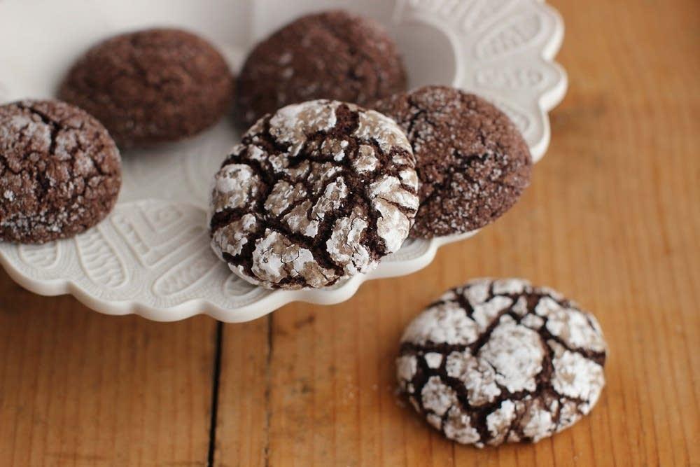 Chocolate rye spice crinkles