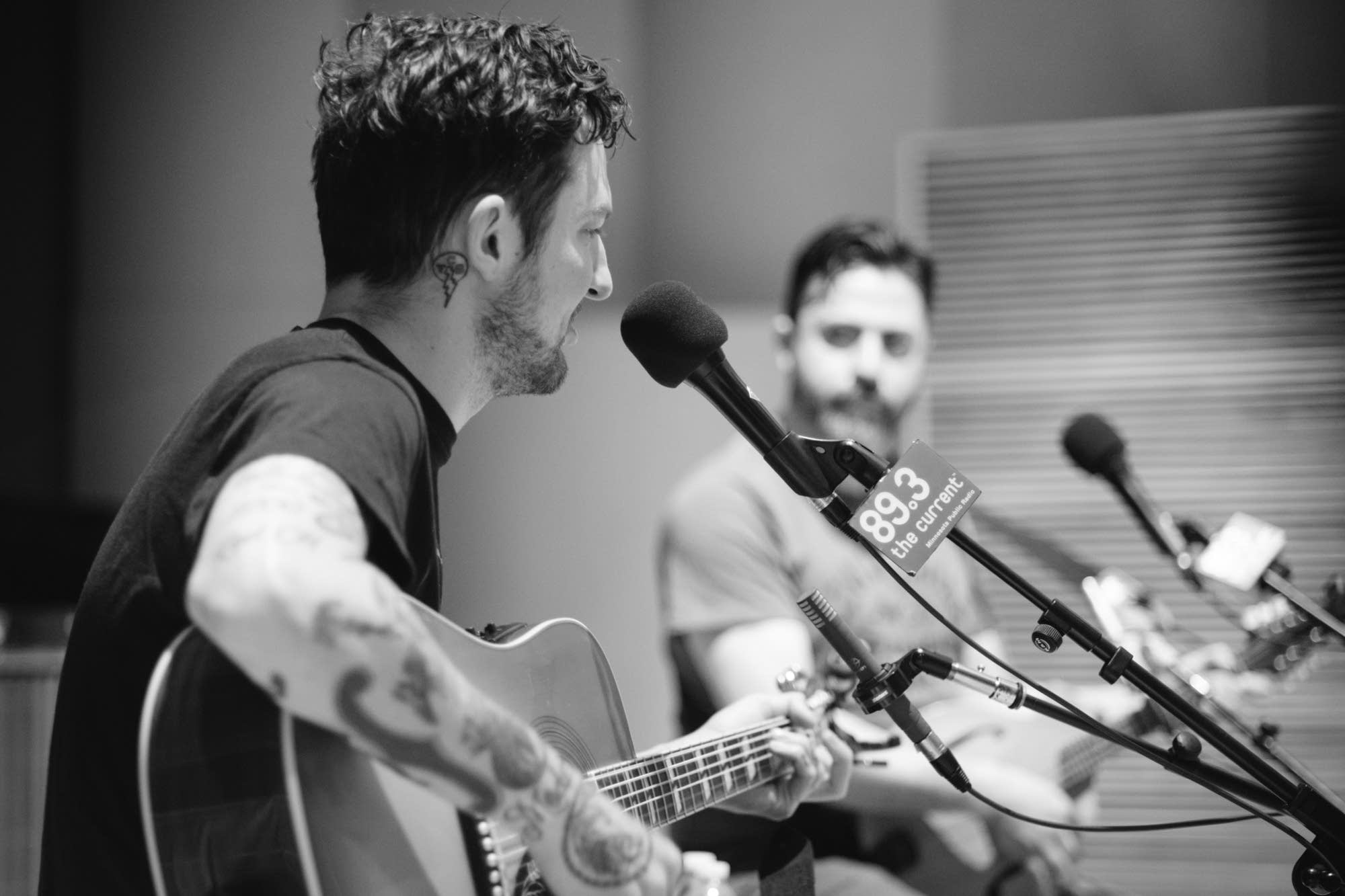 Frank Turner performs in The Current studio