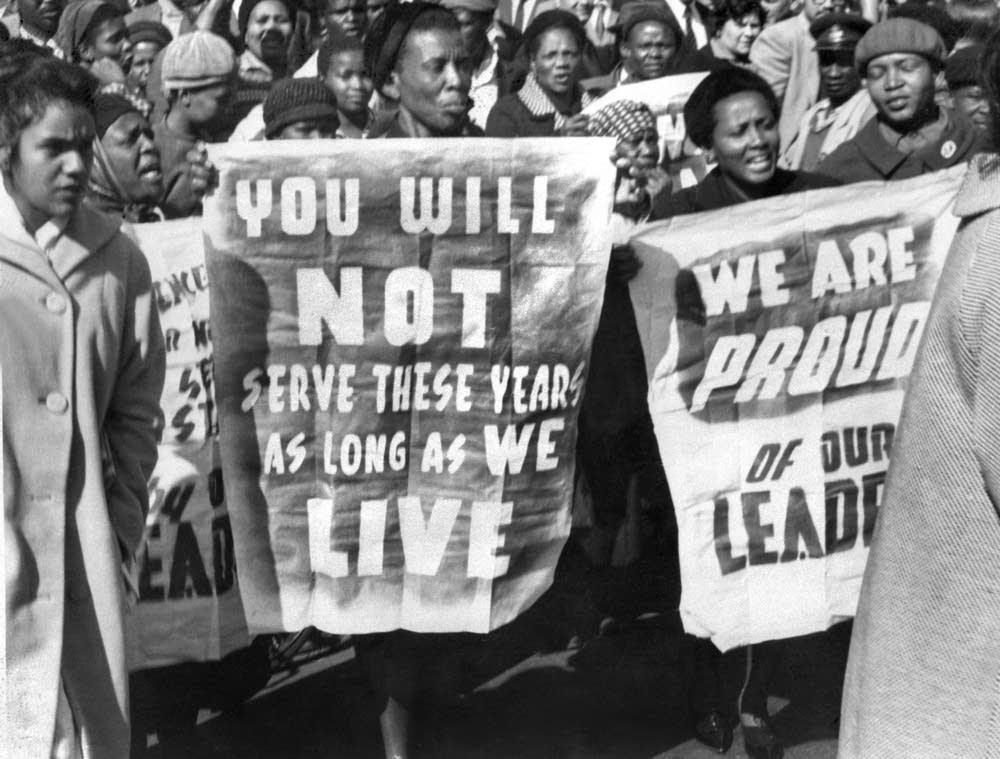 African women demonstrate