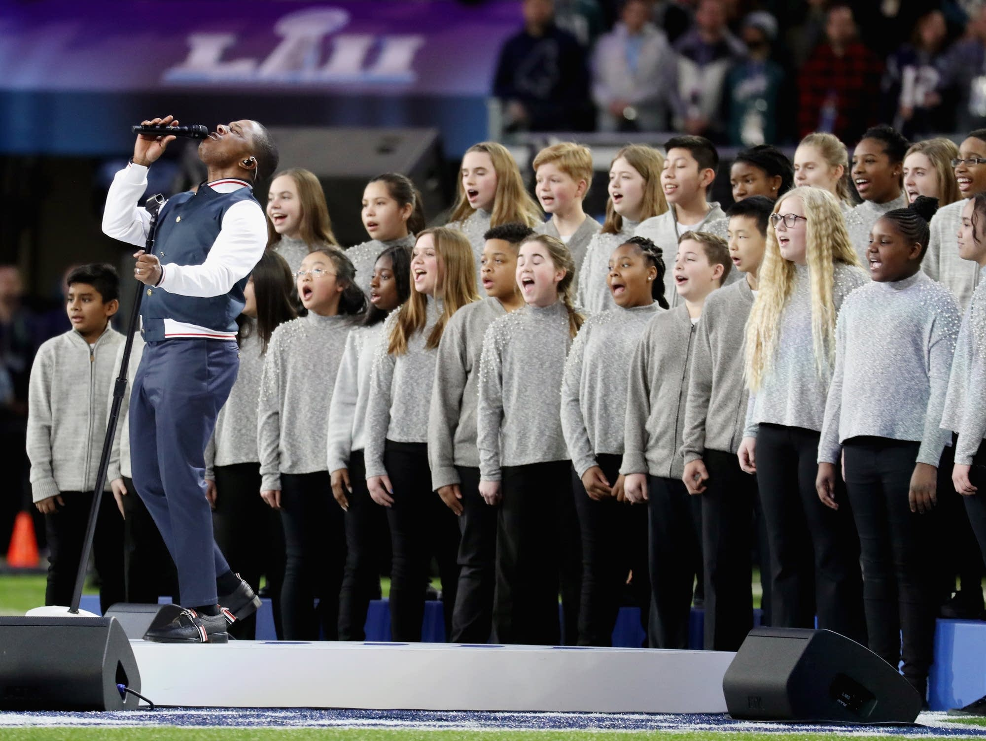 Leslie Odom Jr. sings 'America the Beautiful' before Super Bowl LII.