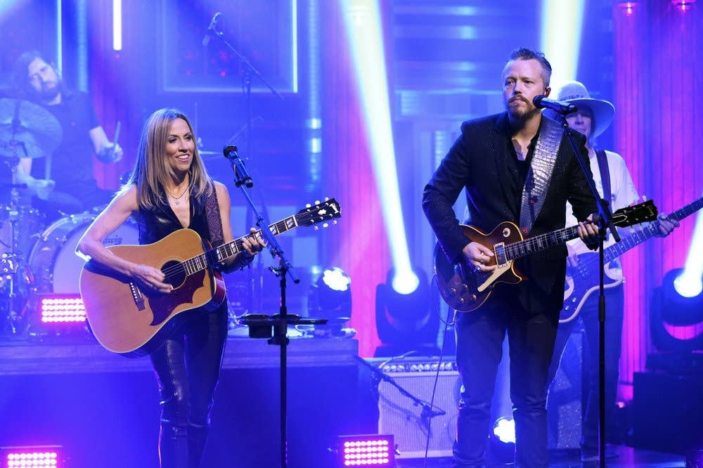 Sheryl Crow, with Jason Isbell, performs on 'The Tonight Show'