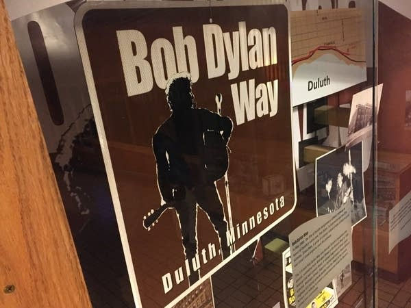 Sign for Bob Dylan Way in Duluth