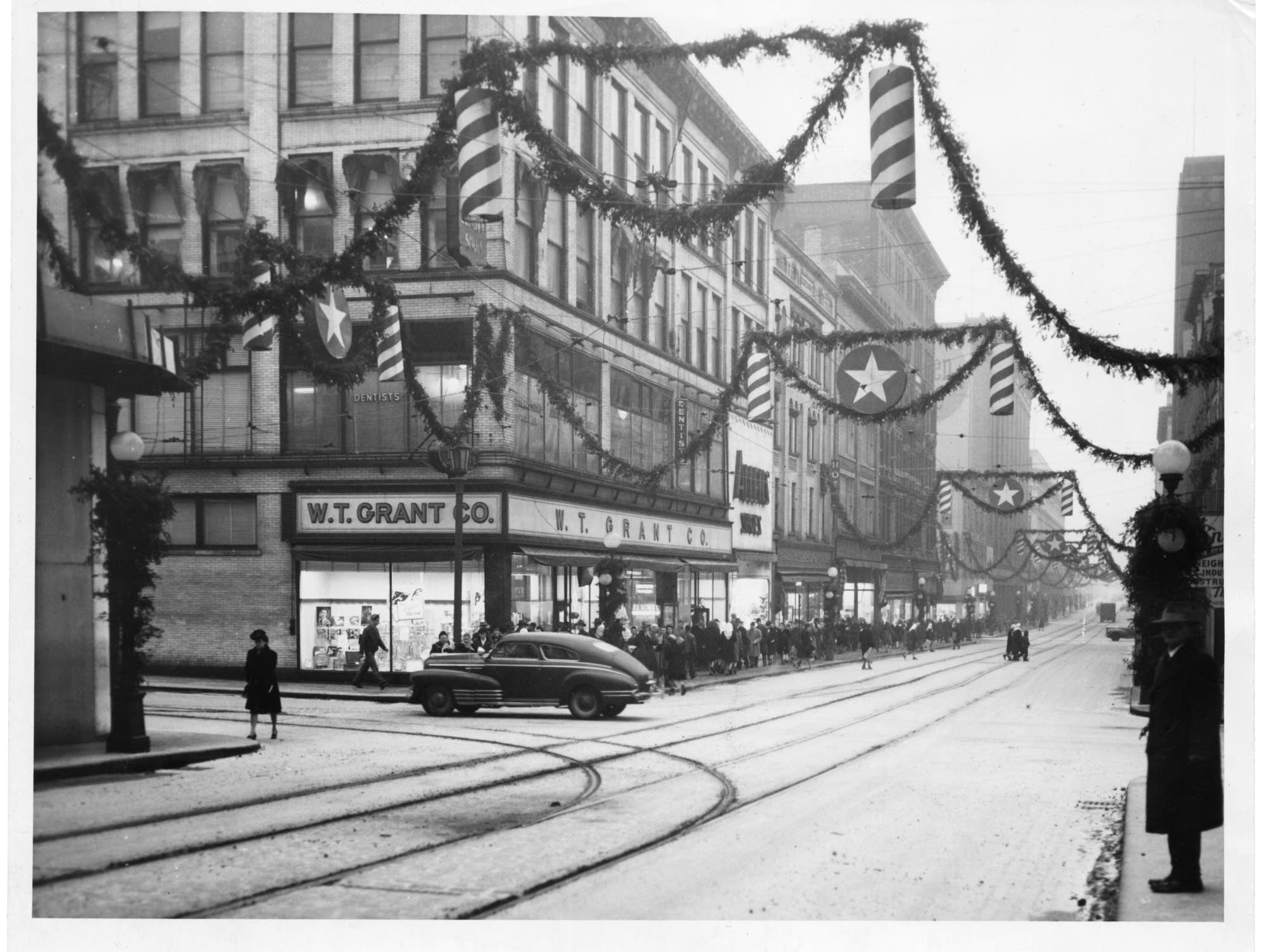 Holiday shopping in St. Paul in 1946.
