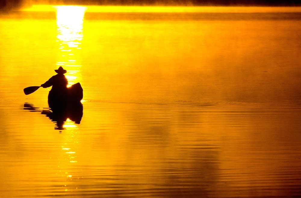 Solo paddler