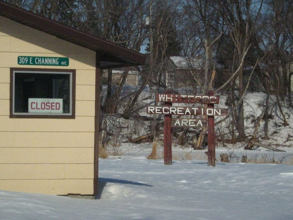 Closed rink