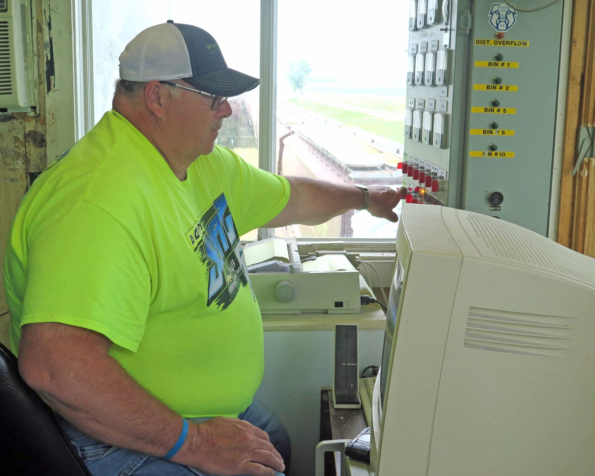 Steve Fry loads soybeans onto a train at the Farmers Cooperative Elevator