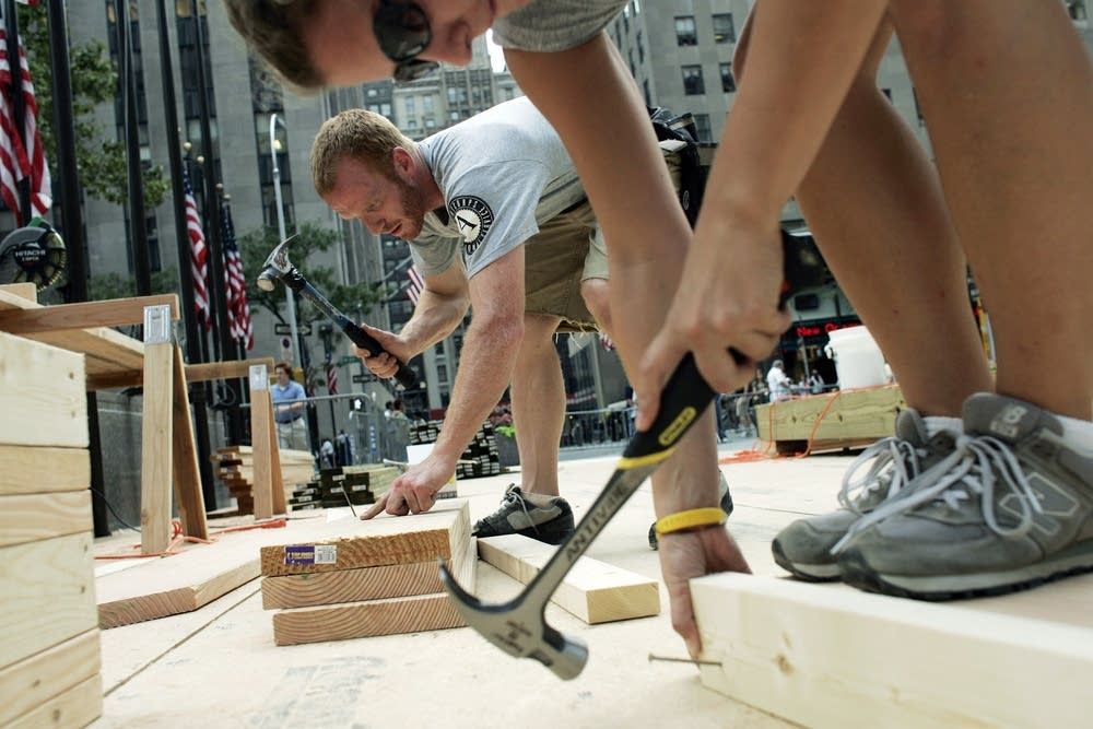 Americorps building homes