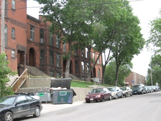 Brownstone near I-35W bridge