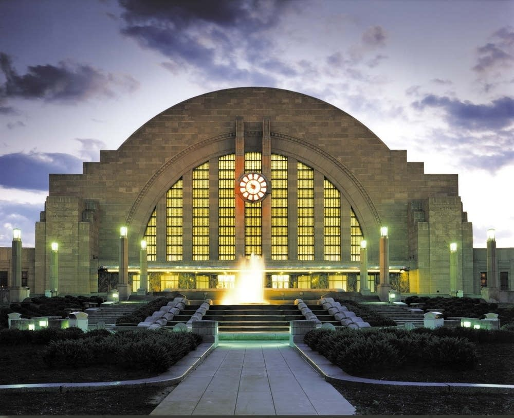 Located in scenic Eden Park, the Cincinnati Art Museum features a diverse, encyclopedic art collection of more than 67, works spanning 6, years. In addition to displaying its own broad collection, the museum also hosts several national and international traveling exhibitions each year.