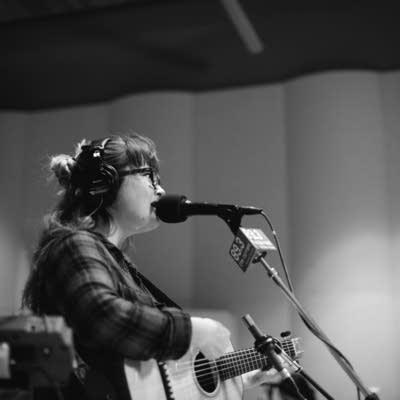 3604bf 20160922 sara watkins in studio 01