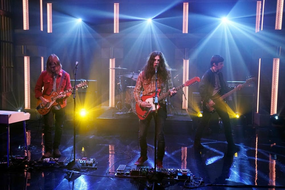 Kurt Vile performs on 'Late Night with Seth Meyers'