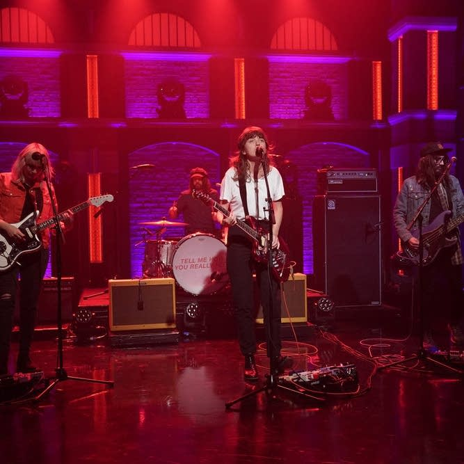Courtney Barnett performs on 'Late Night with Seth Meyers'