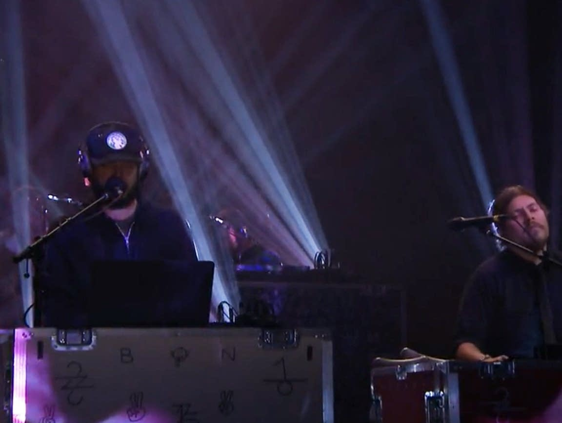 Bon Iver perform on 'The Tonight Show'