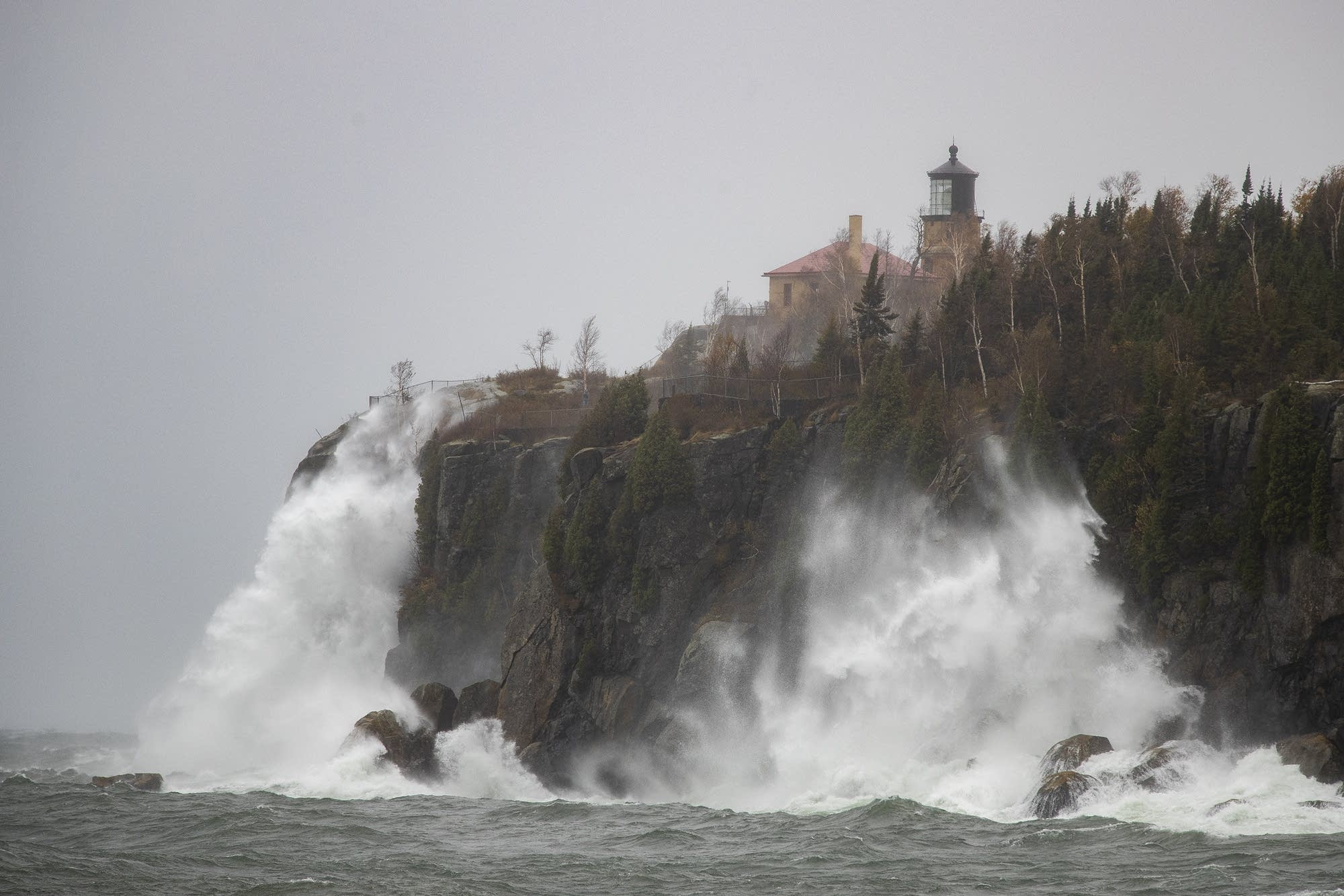 Waves pound the shoreline at Split Rock State Park