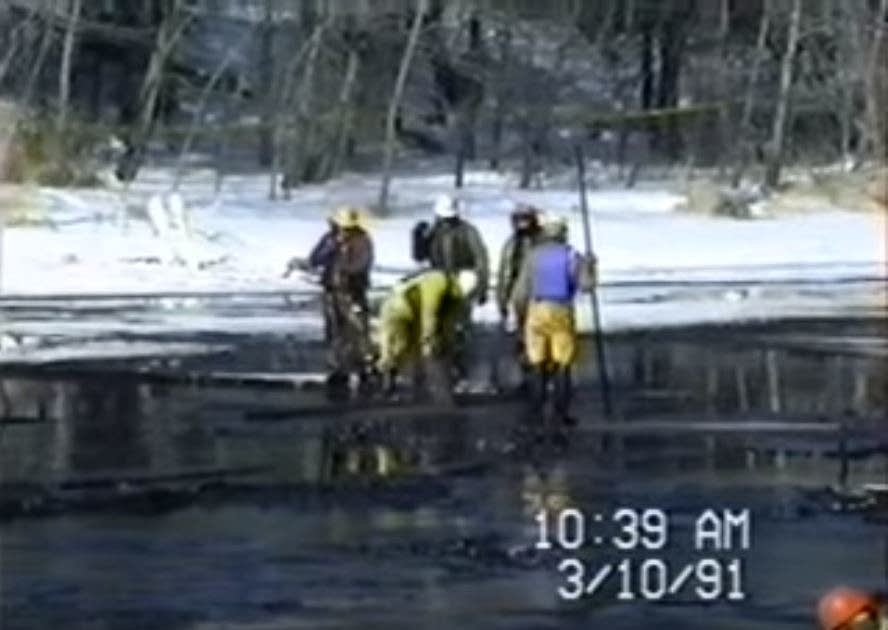 Crews clean up from the 1991 oil pipeline spill in Grand Rapids, Minn.