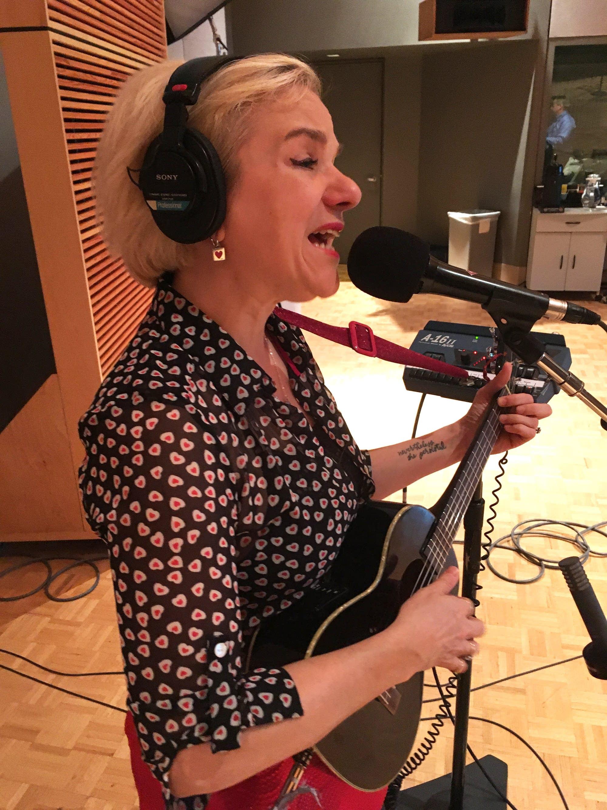 Katy Vernon performs at Radio Heartland