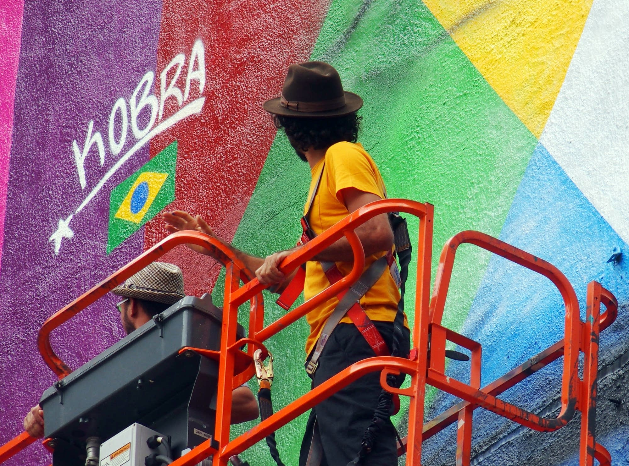 Eduardo Kobra looked up at his signature.