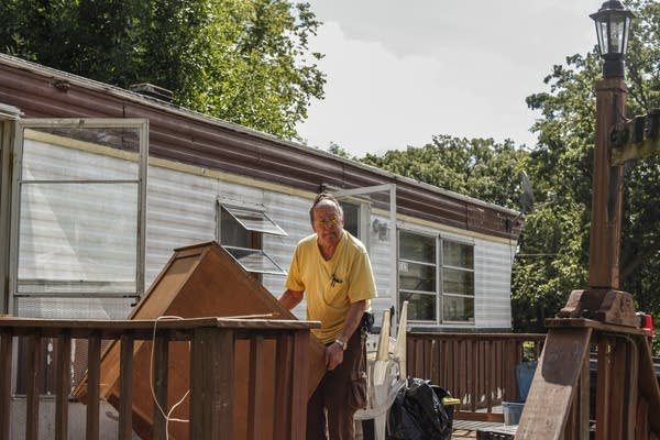 Lowry Grove residents clean out their homes before tear-down.