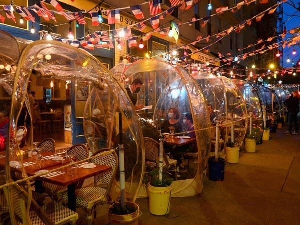 """People dine in plastic """"bubbles"""" for social distancing"""