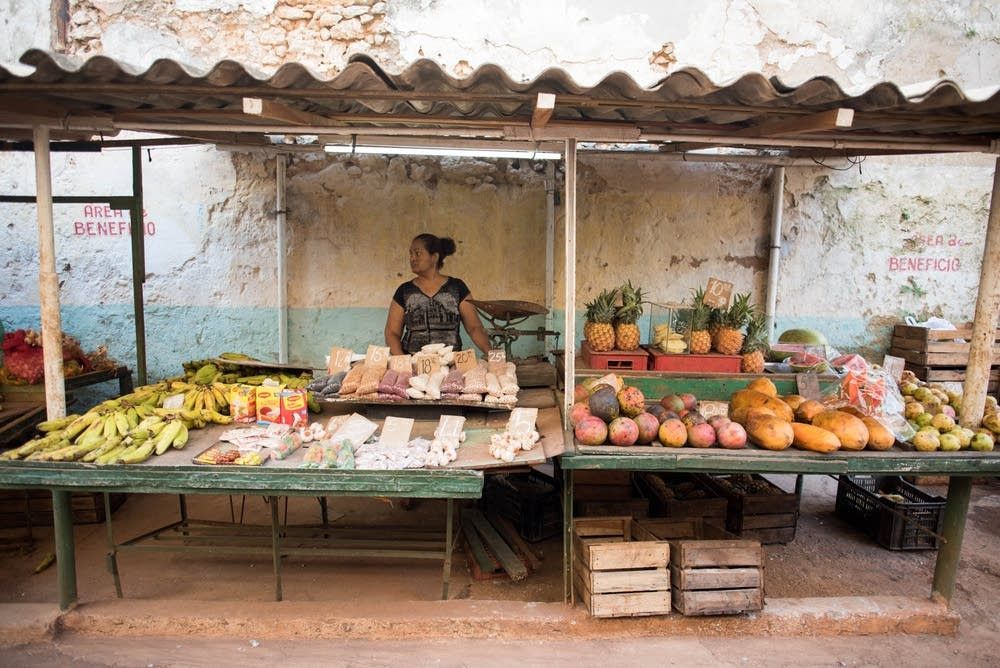 An outdoor market in old Havana