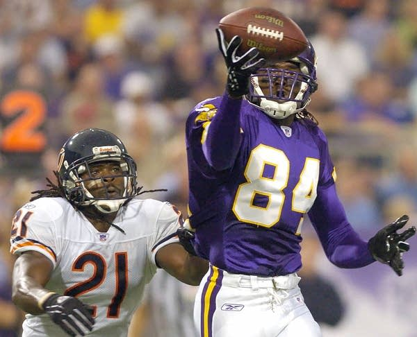 Moss scores against the Bears