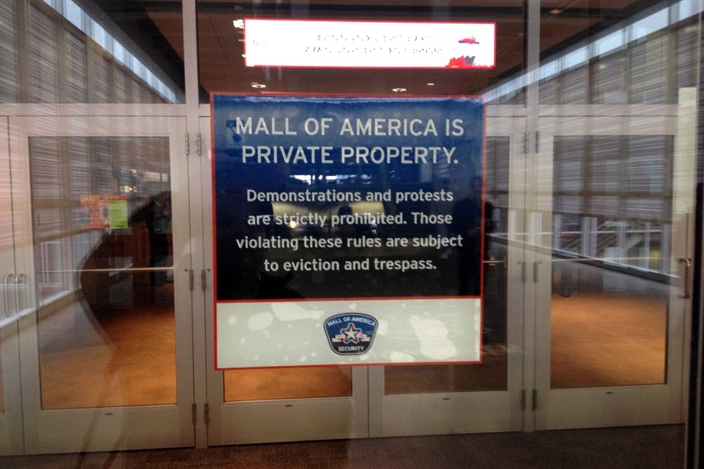 Sign at the entrance to the Mall of America Sat.