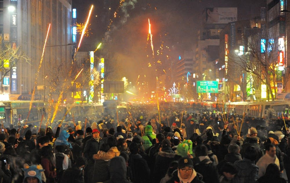 South Koreans watch firework during New Year's Eve