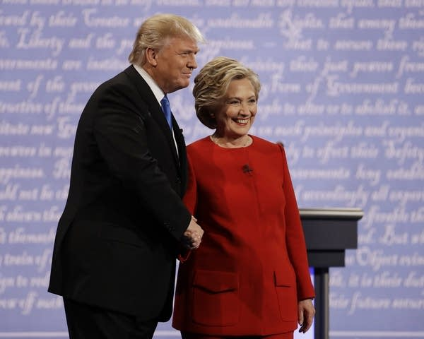 Clinton and Trump shake hands at first debate